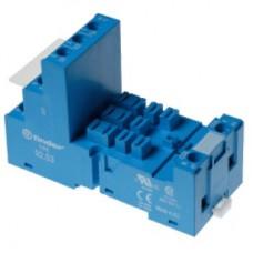Розетка с винтовыми клеммами (с зажимной клетью) для реле 62.31, 62.32, 62.33; применяются модули 86.00, 86.30, 99.02; в комплекте металлическая клипса 092.71; версия: синий цвет; упаковка 10 шт.